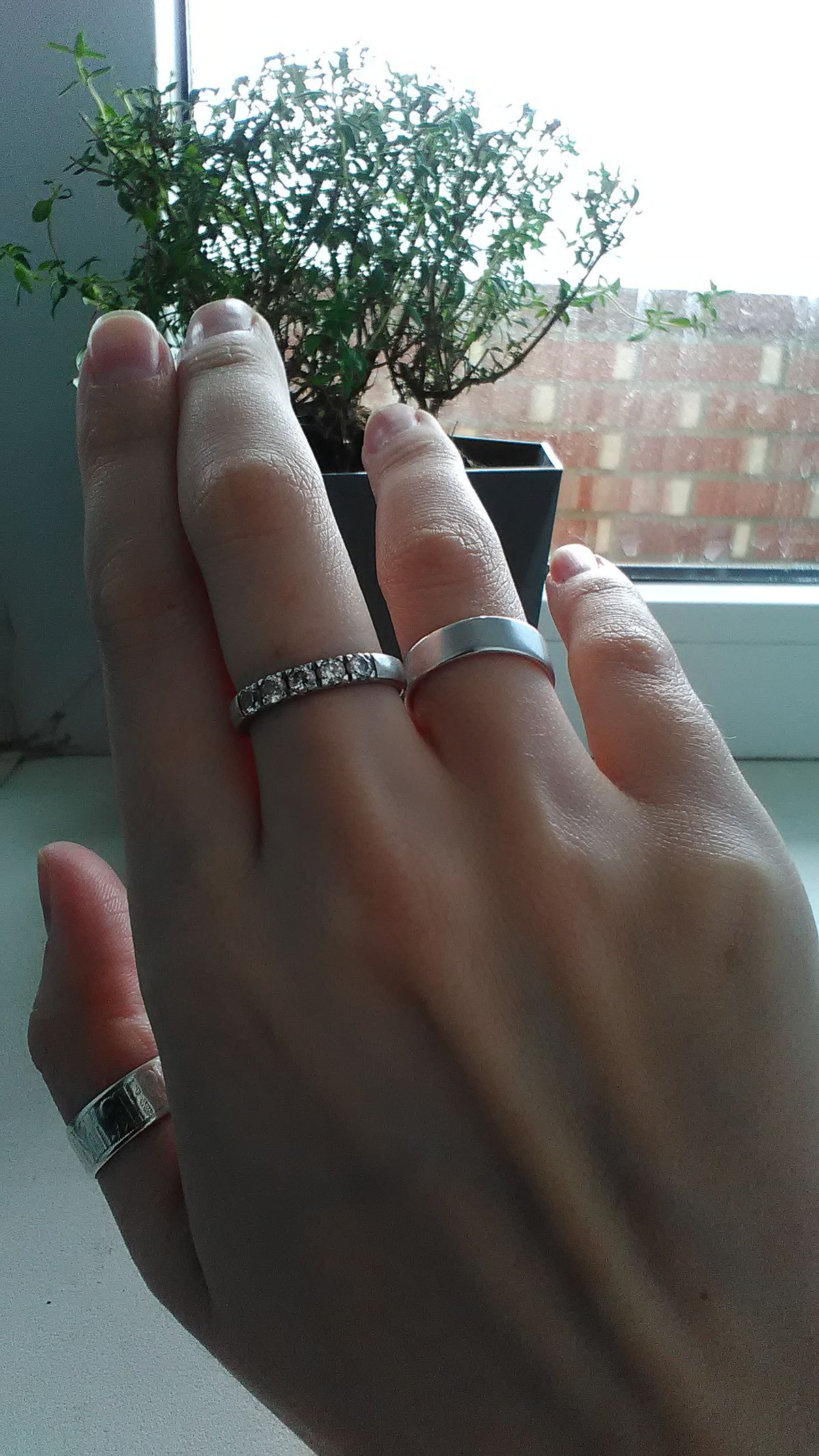 Для тех то выбирает серебряные обручальные кольца