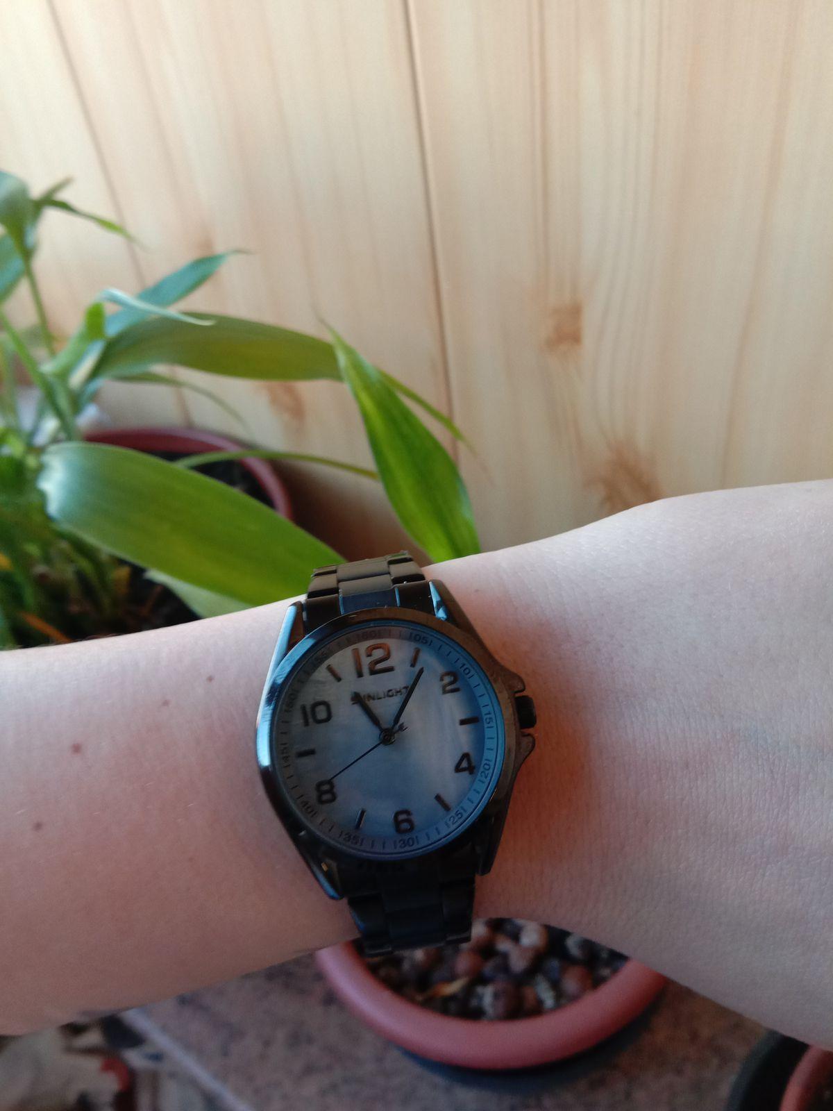 Стильные и шикарные часы, подходят под любую одежду, удобный браслет.Класс!