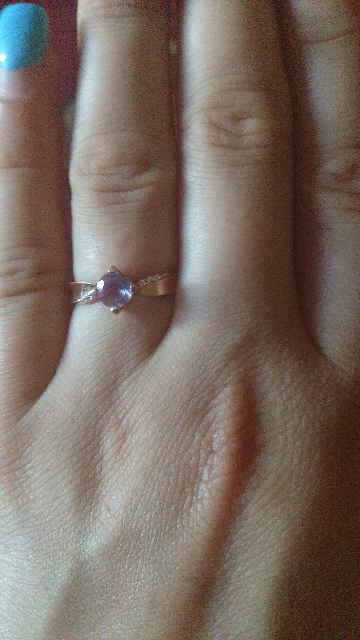 Красивое и нежное кольцо смотрится очень красиво на пальчики.