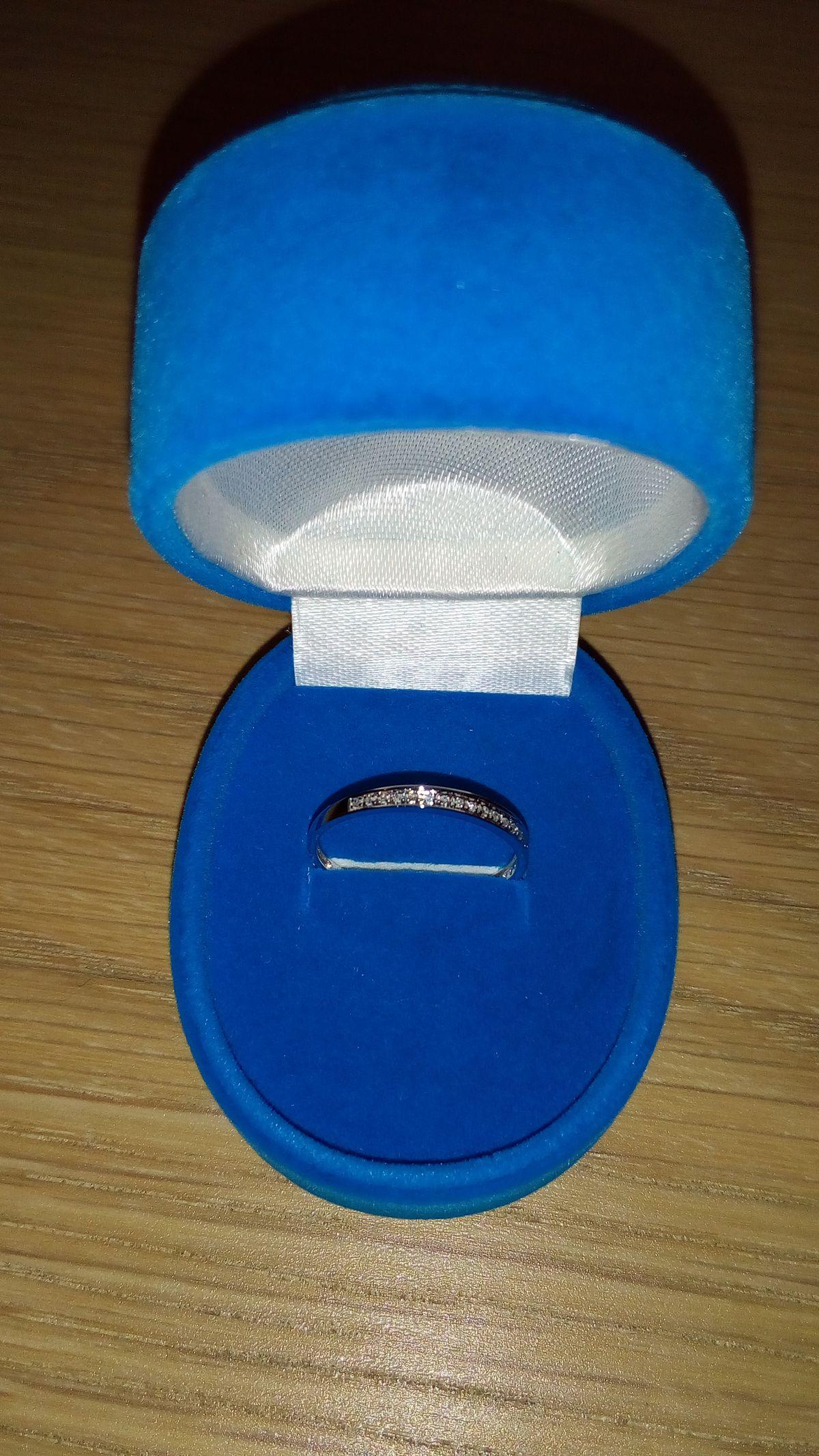 Лаконичное кольцо для хорошего настроения