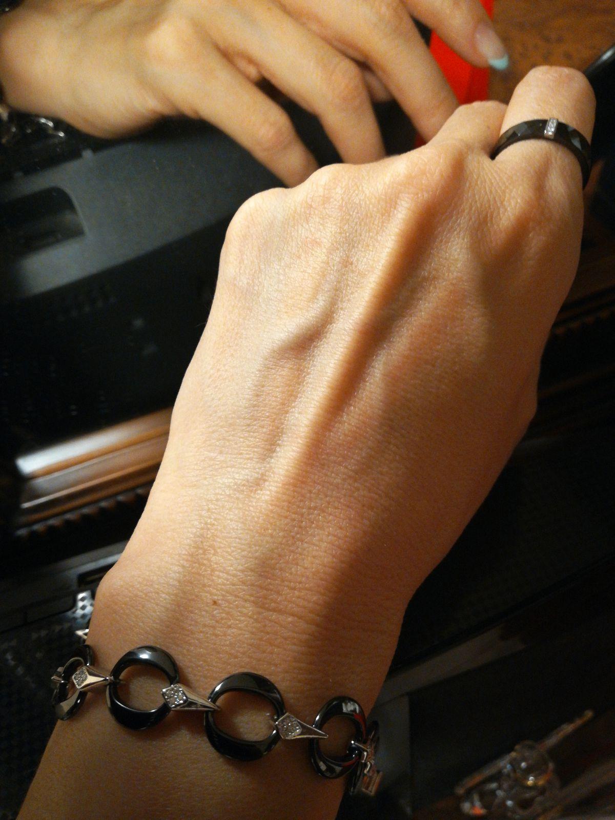 Серебряный браслет с керамикой.