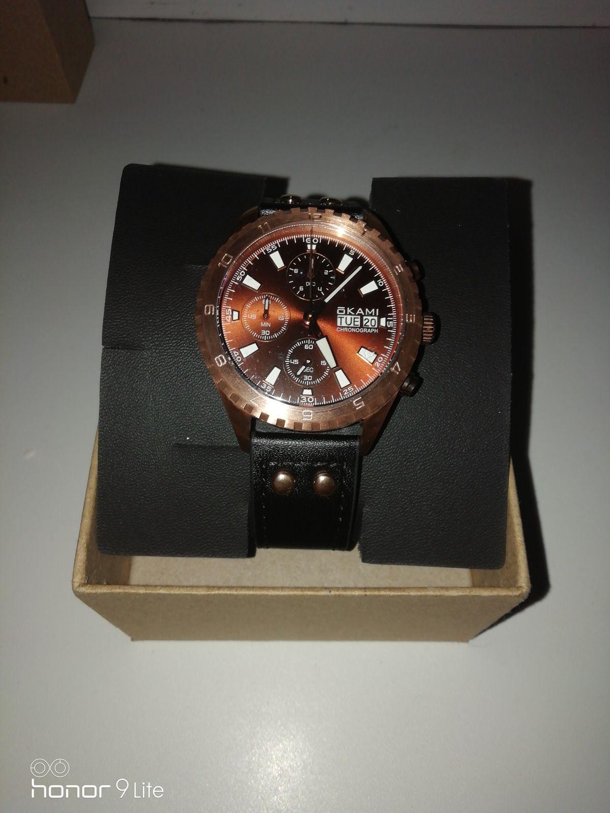 Мужские часы с хронографом и календарём на чёрном ремне из натуральной кожи
