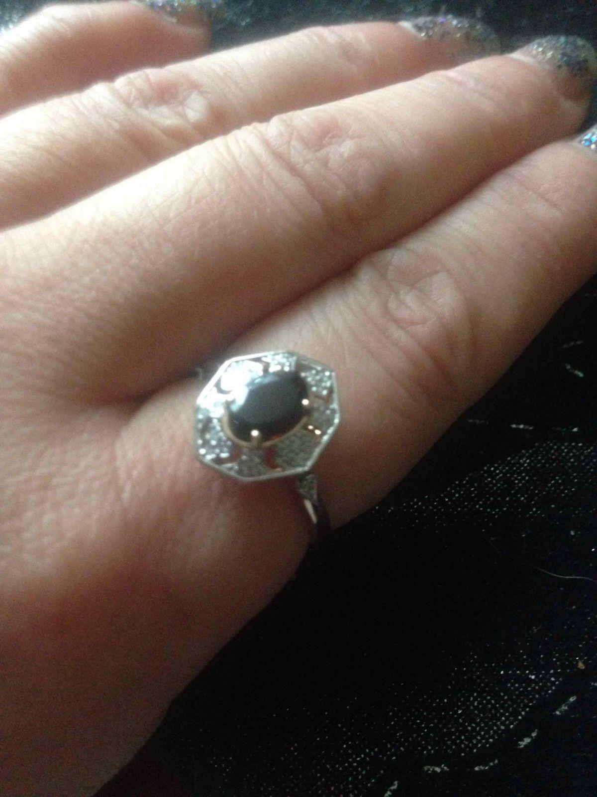 Очень понравилось кольцо , светское , бриллиантики не мелкие .гранат супер!