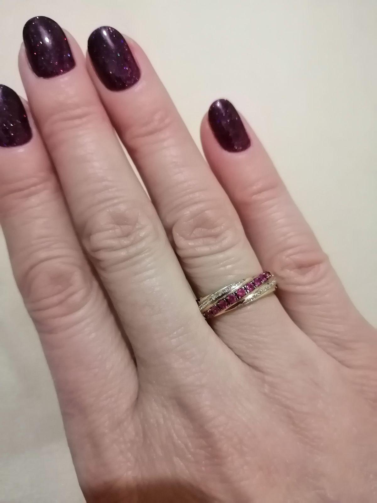 Золотое кольцо с рубинами.