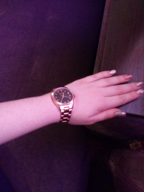 Рекомендую стильные часы.