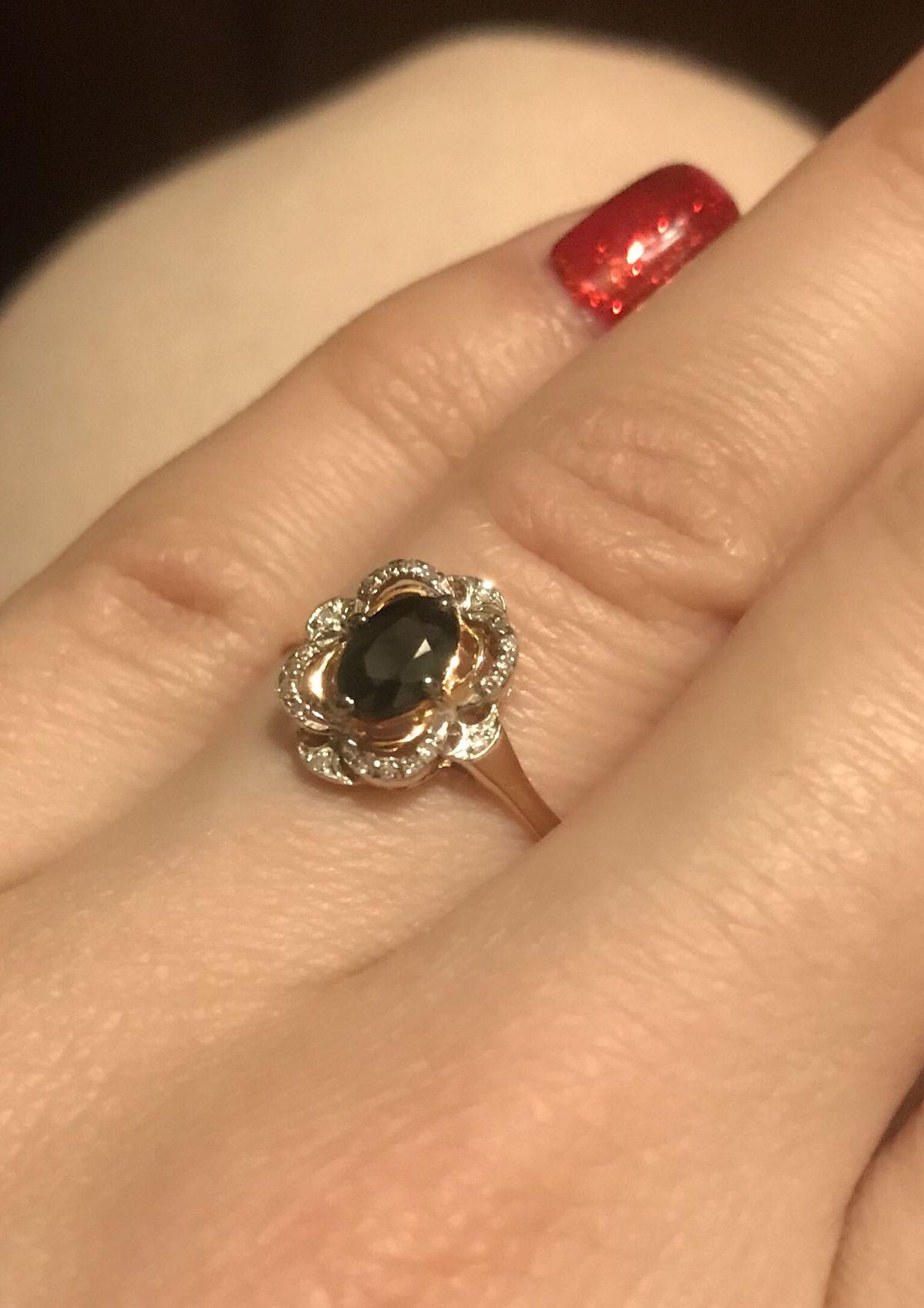 Красивое сочетание сапфира и бриллиантов.