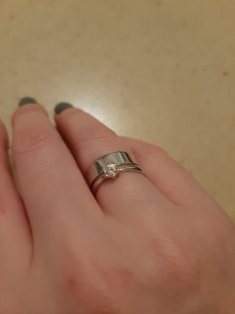 Кольцо в минималистичном стиле.