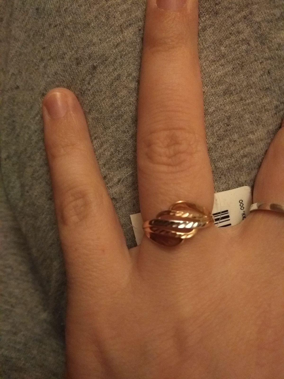 Кольцо красивое,сидит идеально.