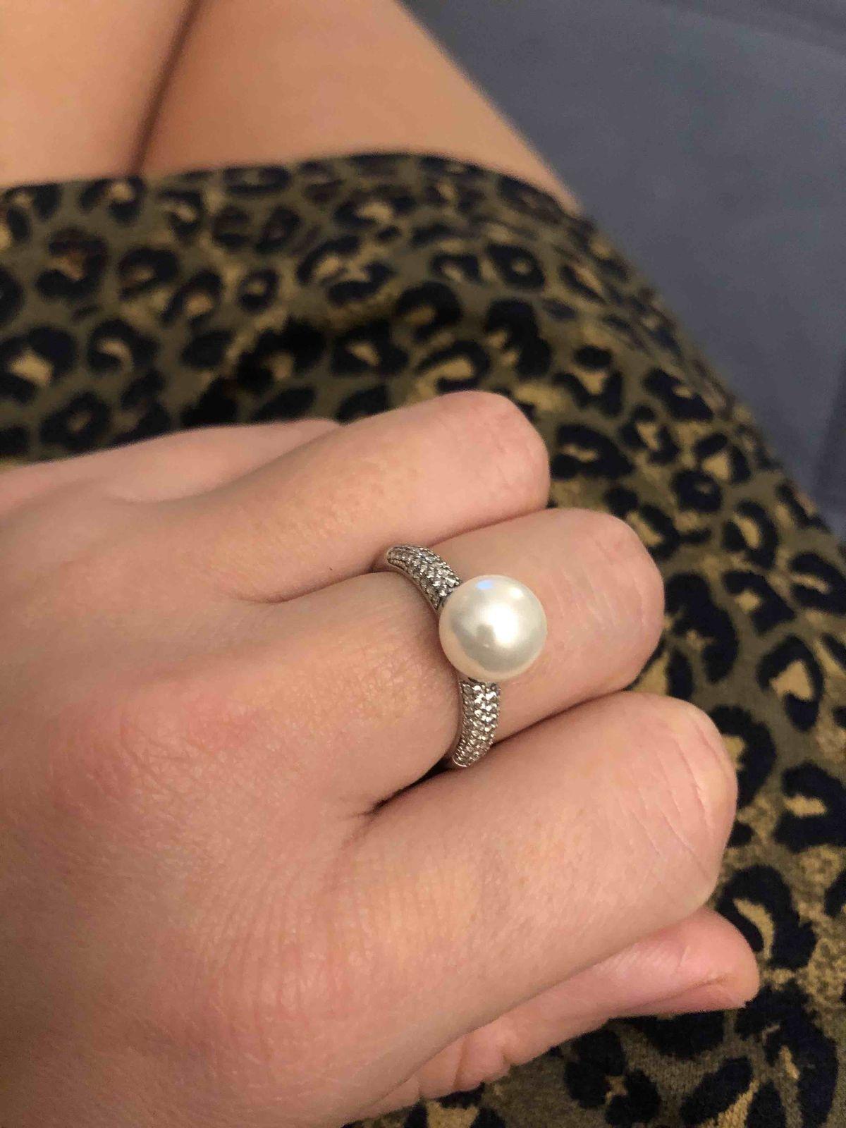 Очень удлбное кольцо. покупала на свадьбу.