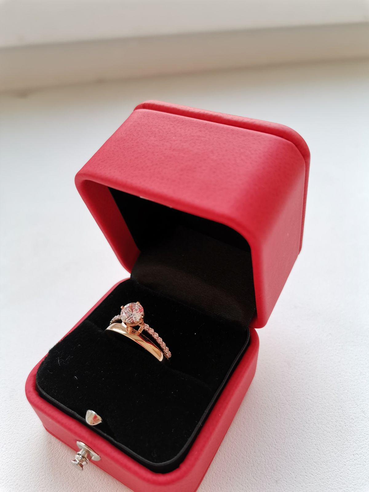Купила для себя кольцо, оно восхитительное🤩 еще и подарки подарили🌹