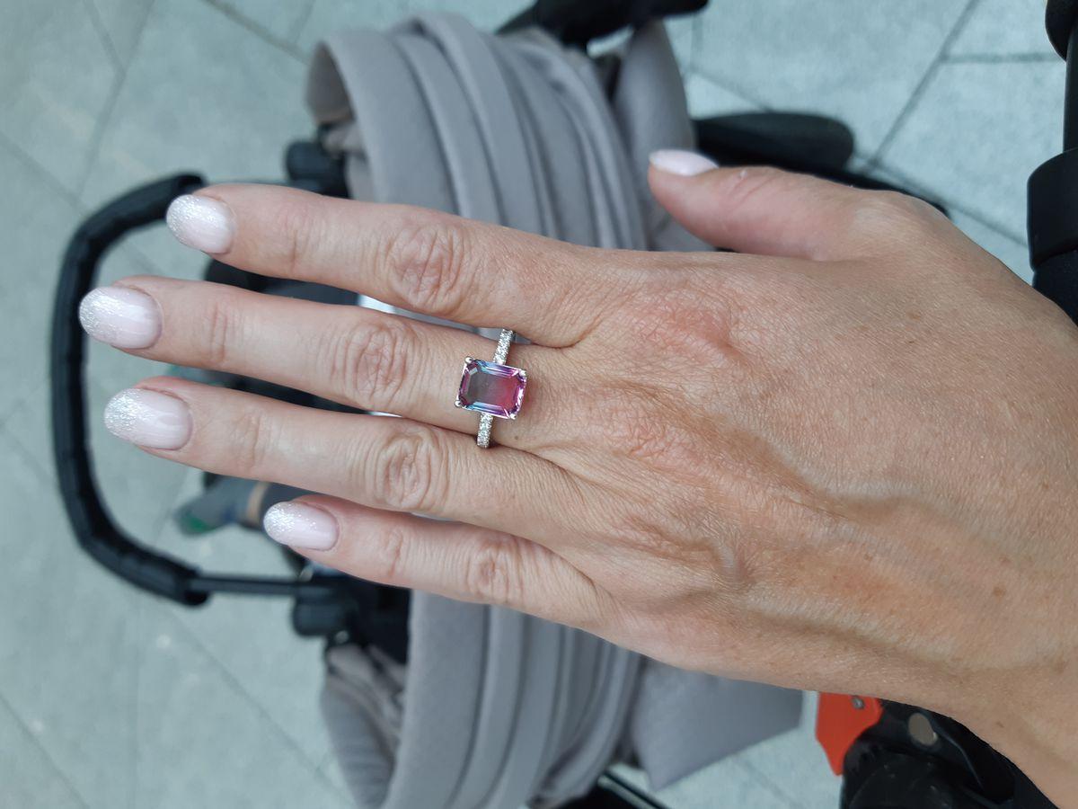 Кольцо с камнем .