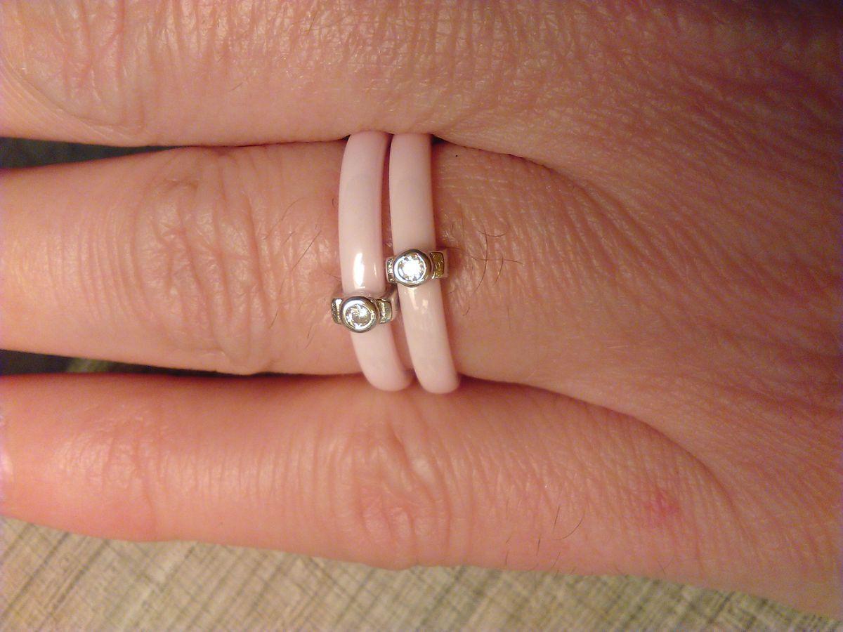 Колечки из розовой керамики