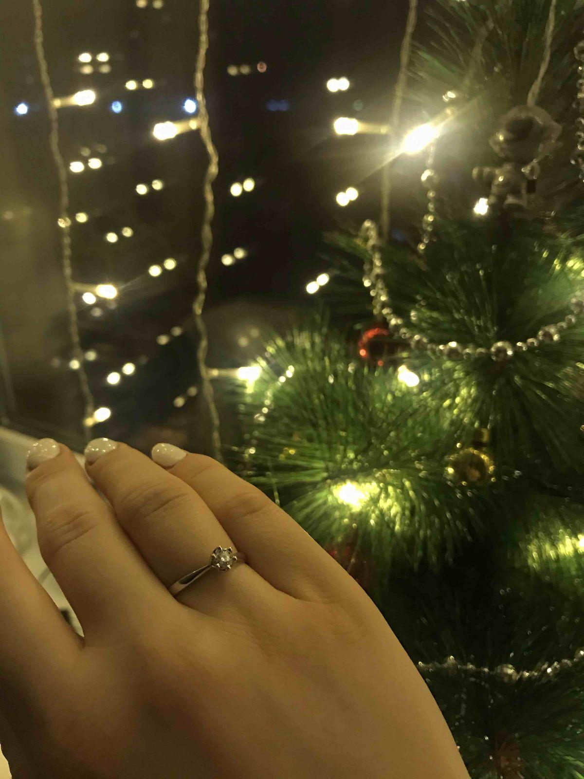 Нежное и красивое помолвочное кольцо, которое не останется без внимания