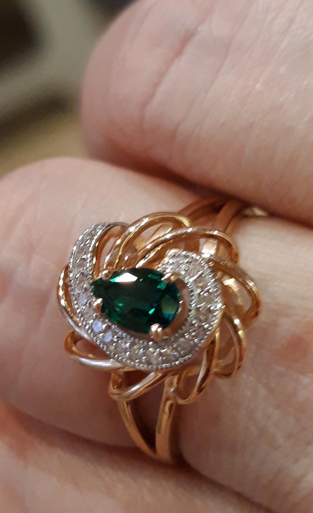 Прекрасное кольцо, смотри тся дорого, красиво, переливаются камушки😊👍