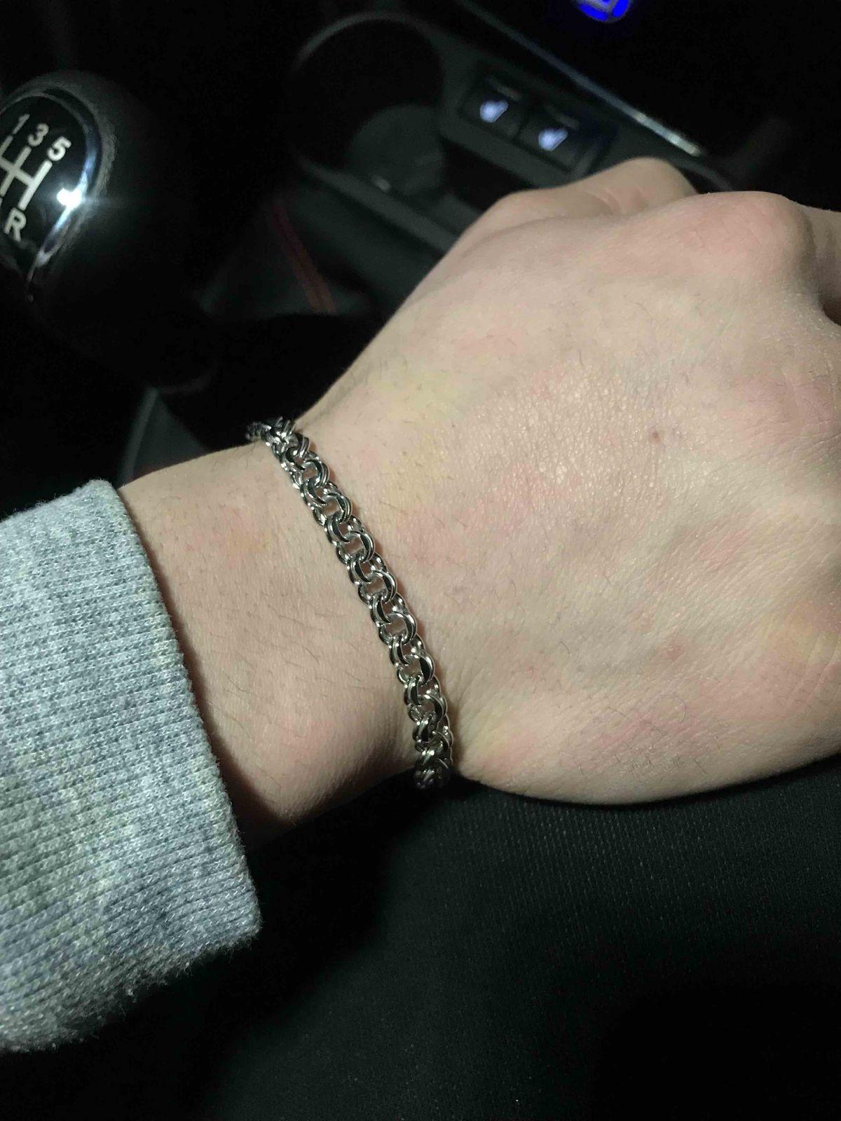 Очень красивый браслет,покупала парню на др,ему очень сильно понравился