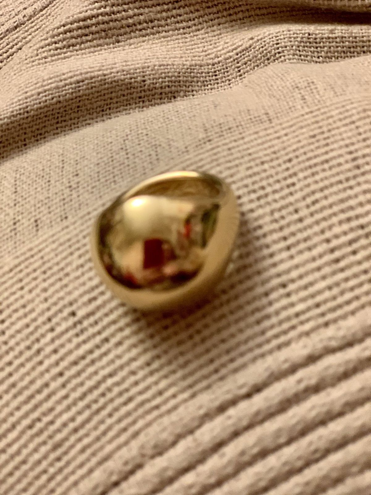 Крупное яркое кольцо из Италии