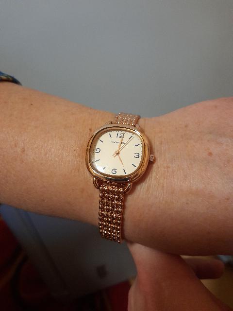Отличные часы,брал в подарок.