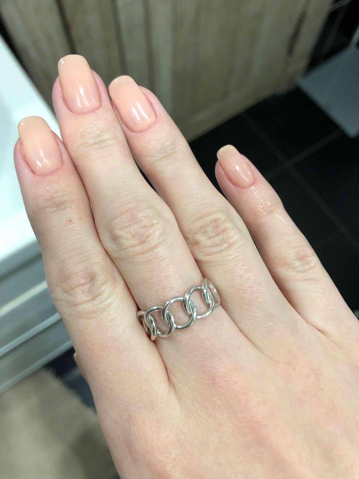 Красивое кольцо, ничего лишнего