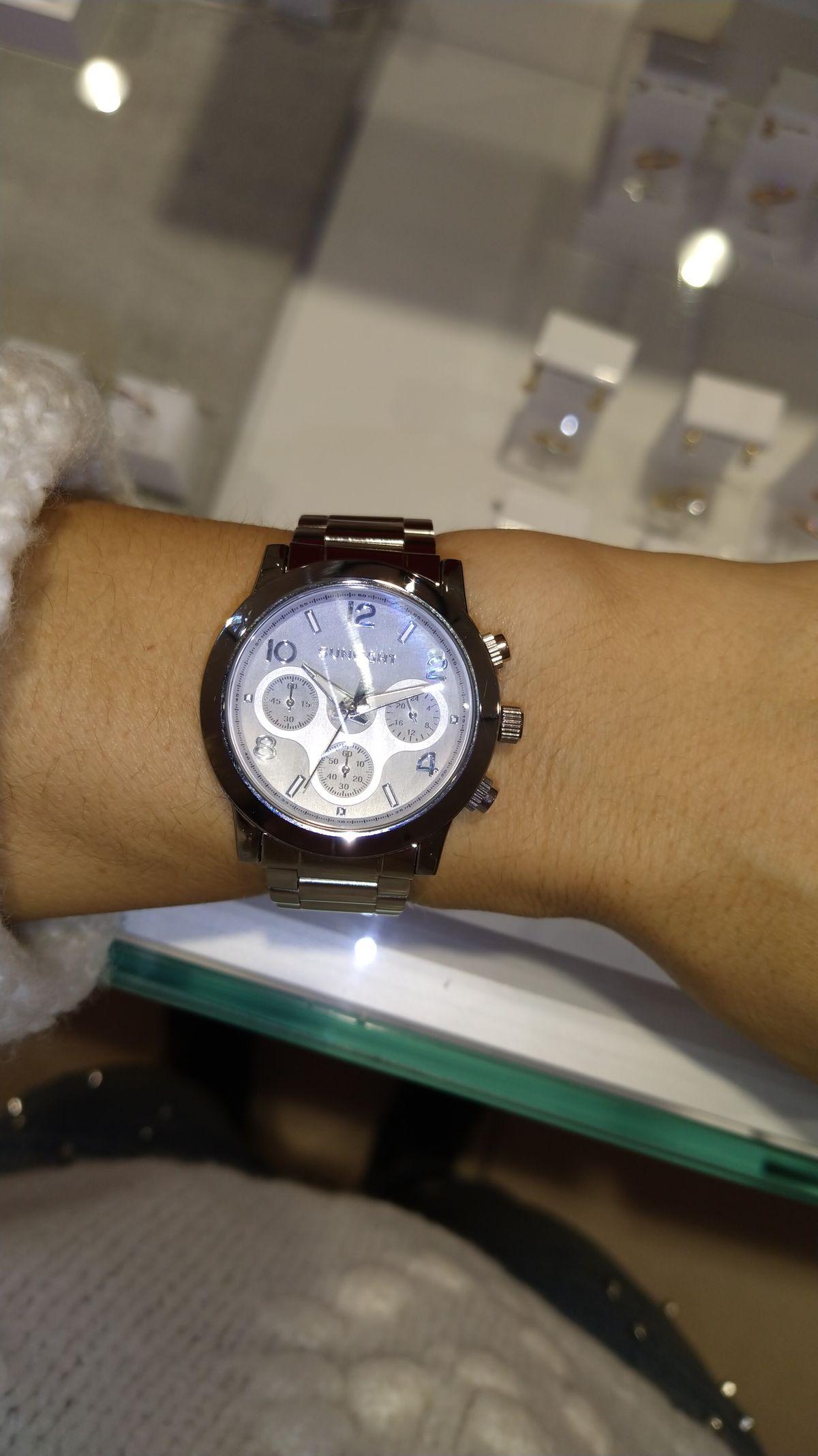 Стильные ,массивные часы