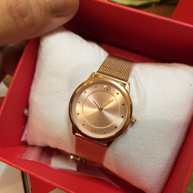 Тонкие женские часы на миланском браслете