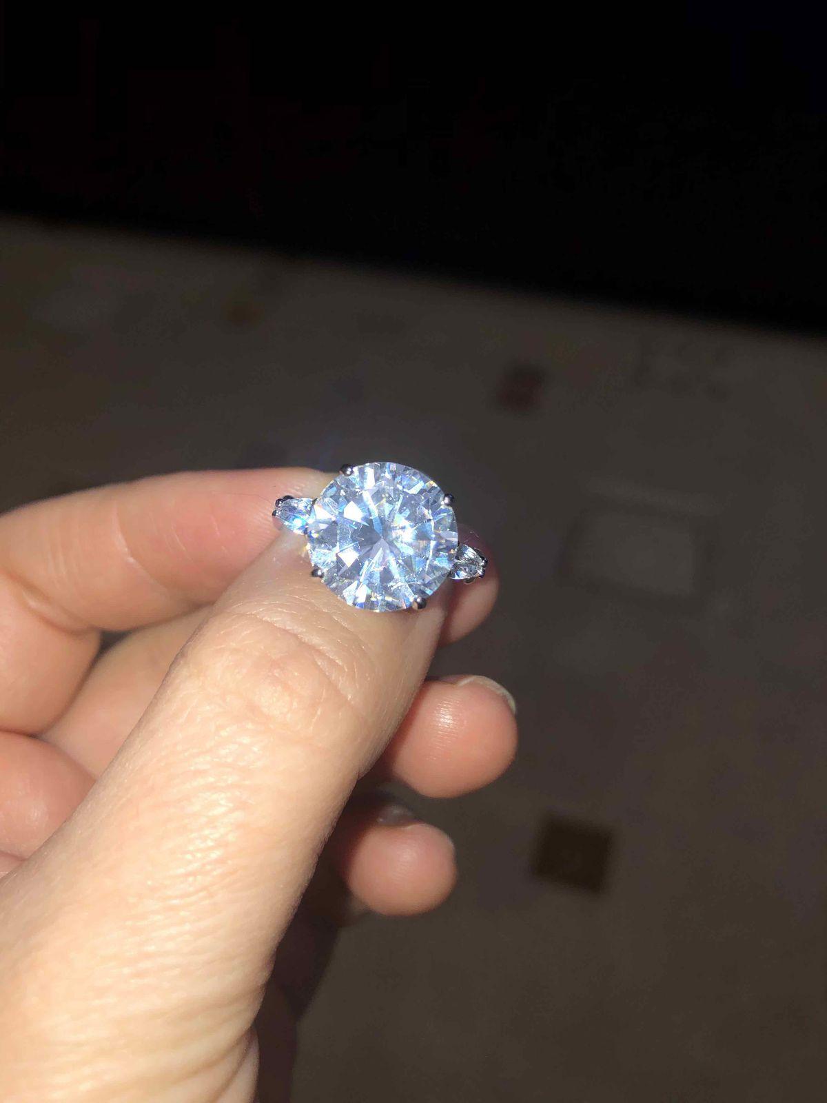 Самое яркое кольцо в магазине!