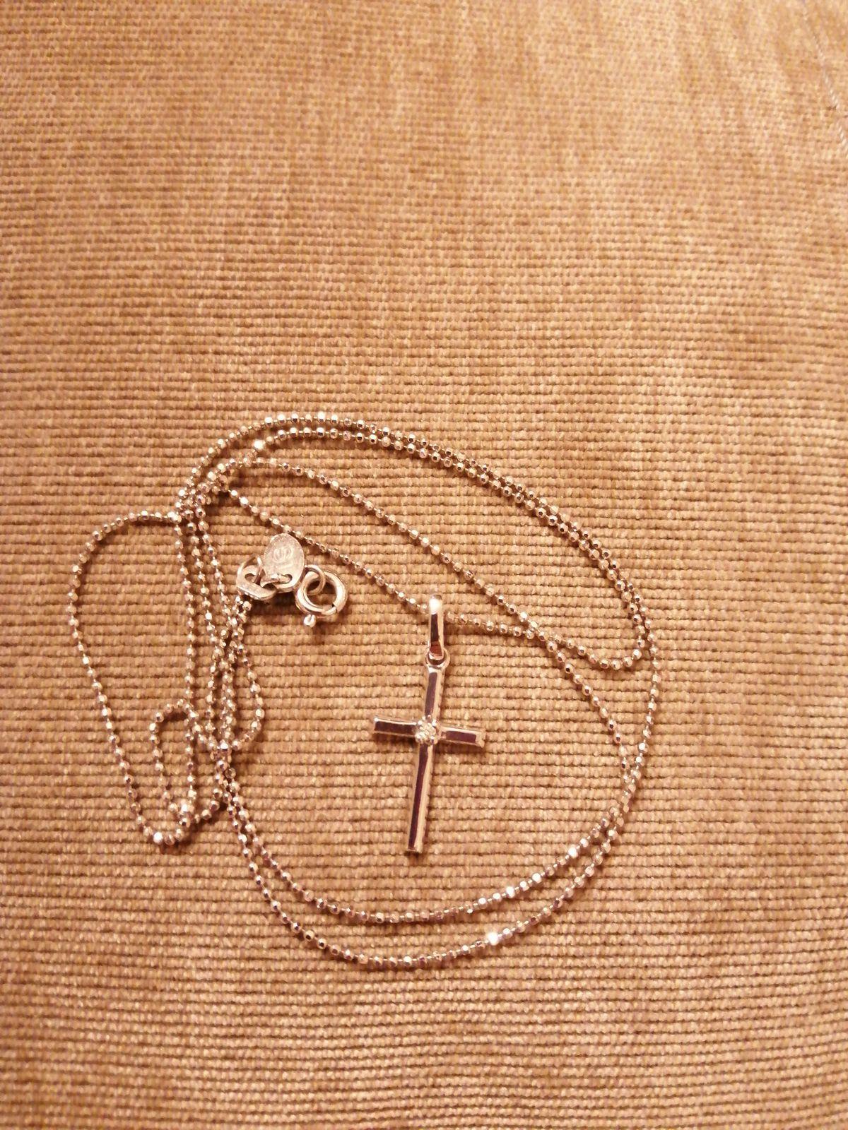 Крестик из белого золота с бриллиантом