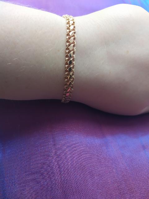 Золотой браслет в подарок.