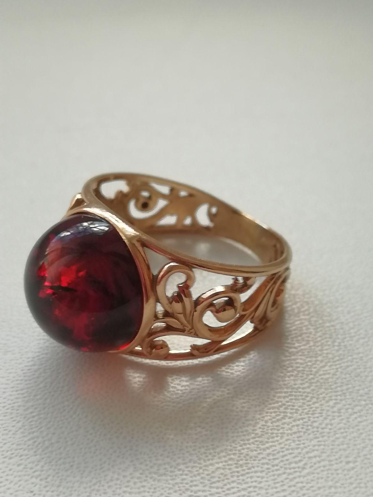 Красивое кольцо, смотрится богато!