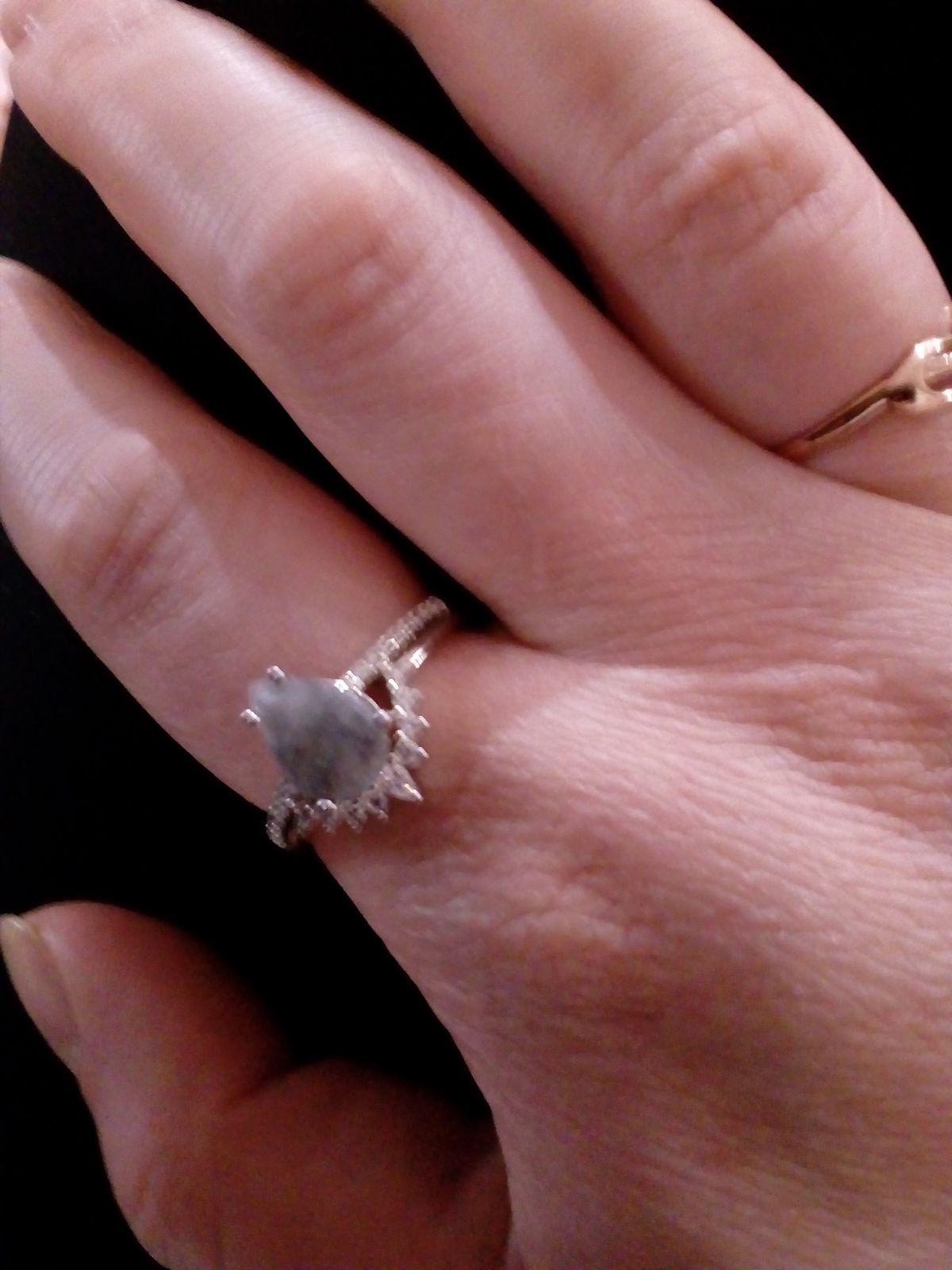Кольцо класс!!!!! Подарила маме,ей понравилась кольцо. Камушек смотрится оч