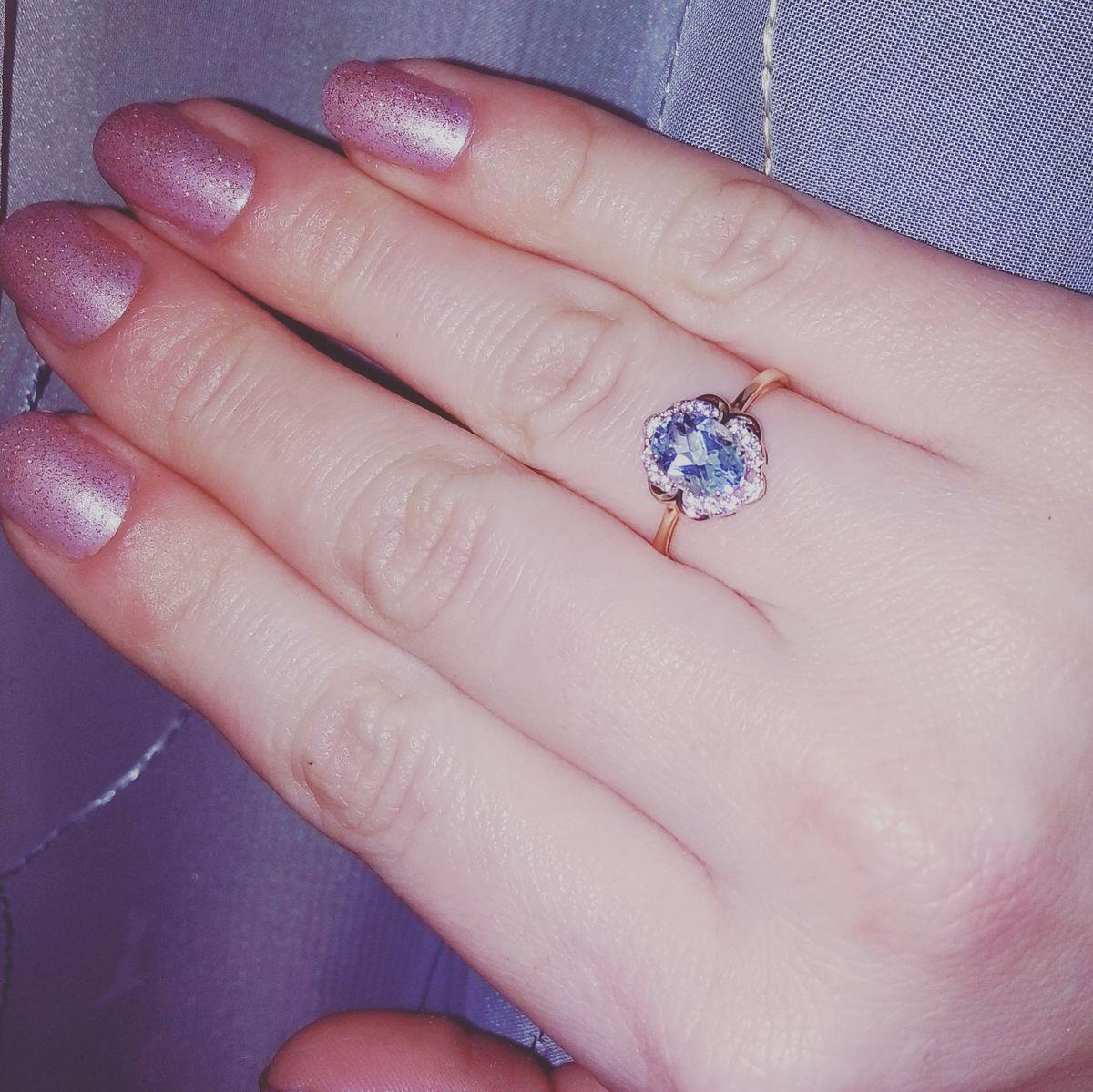 Красивое кольцо с топазом