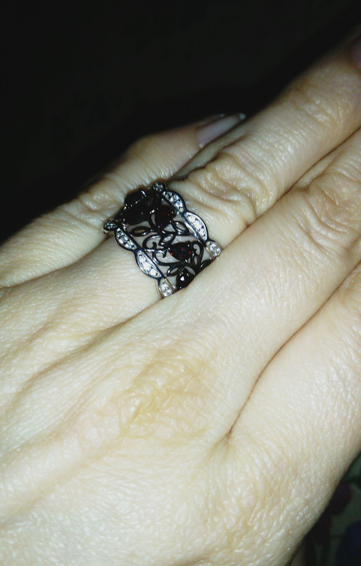 Кружевное серебряное кольцо с природными гранатами