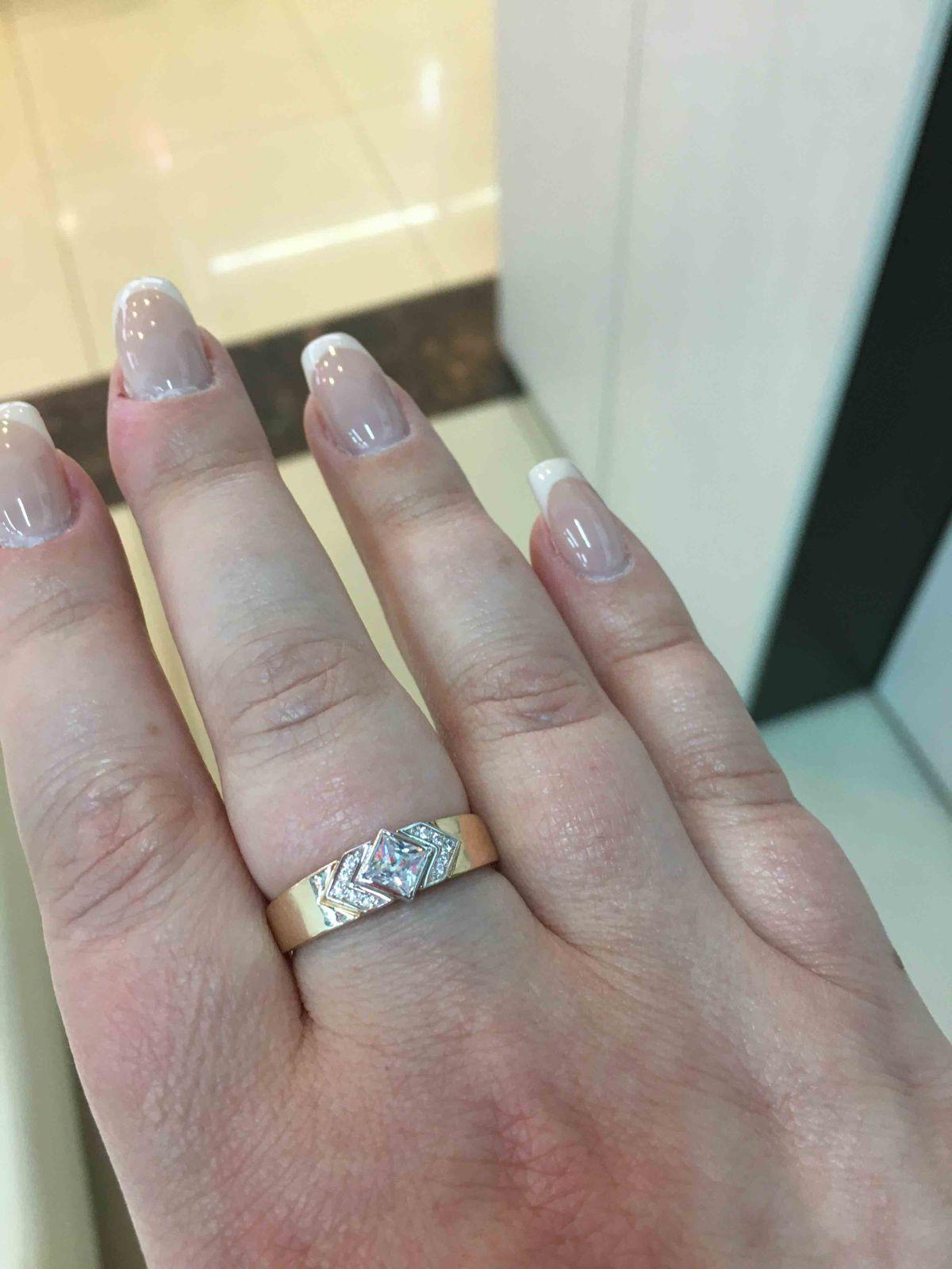 Очень красивое и необычное кольцо. Попадание в 10-ку ! Я в восторге !!!