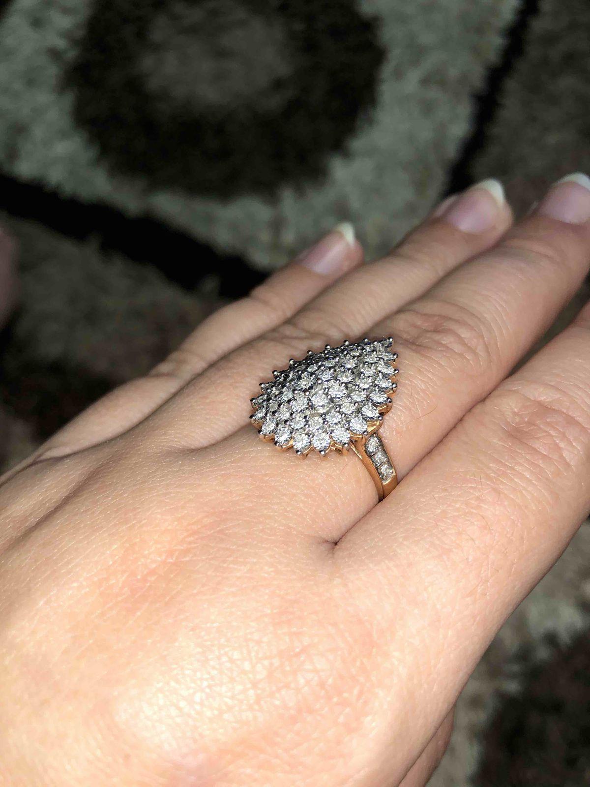 Королевское кольцо! НО... сильно цепляется, особенно за вязанные вещи!