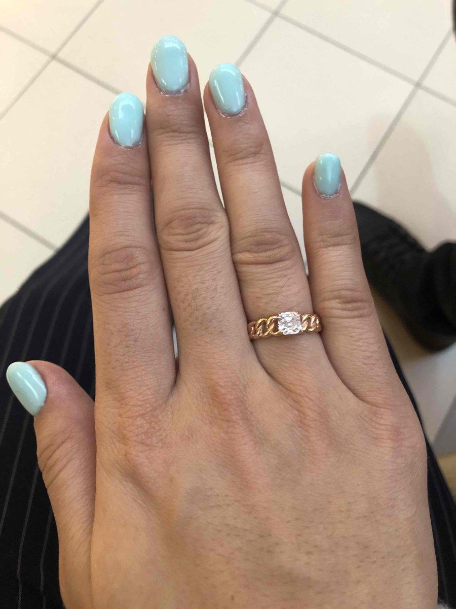Кольцо очень красивое, изысканное