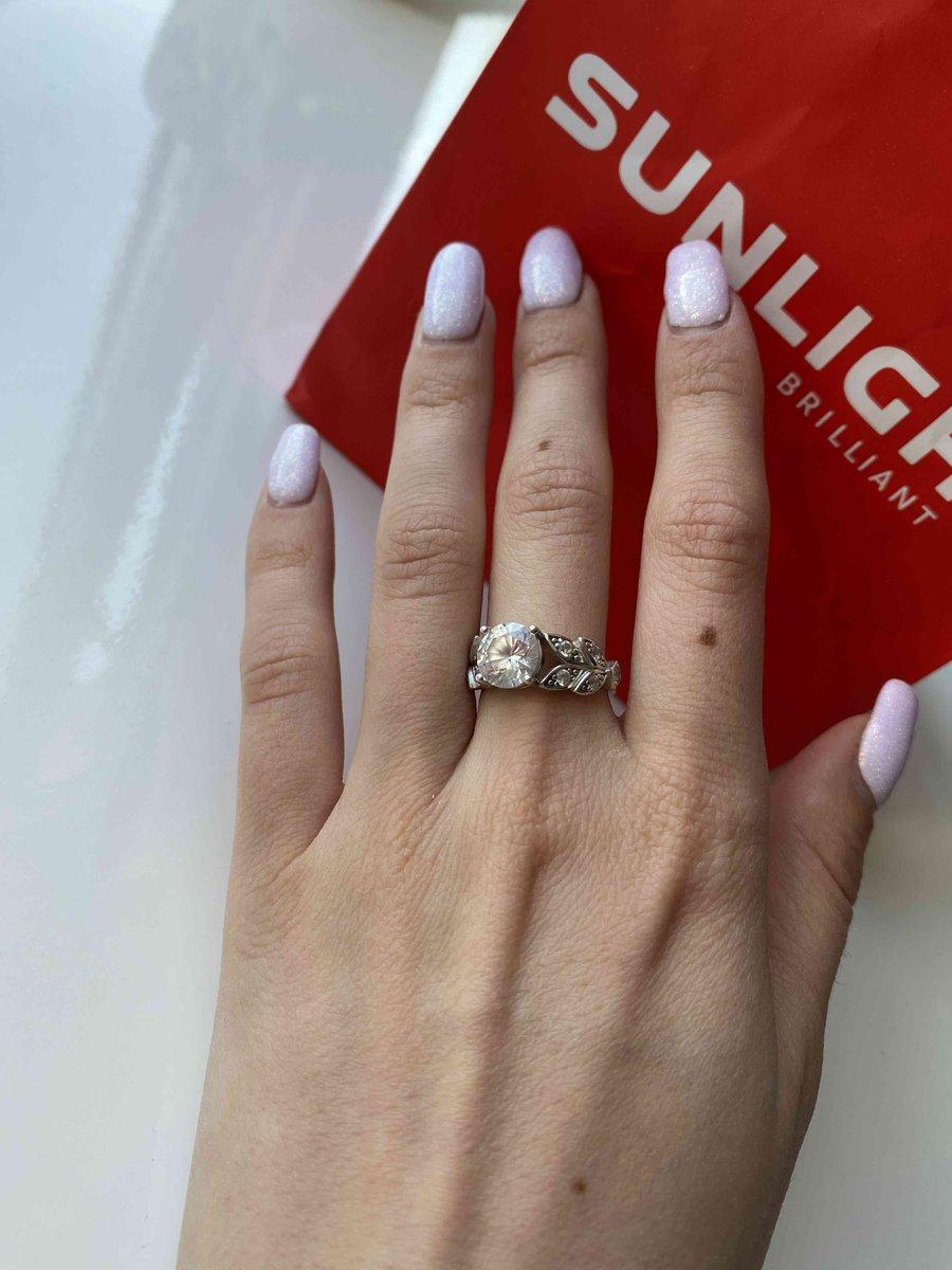 Красивое серебрянное  кольцо с фианитом❤️..
