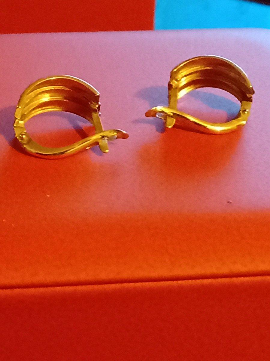 Золотые серьги.