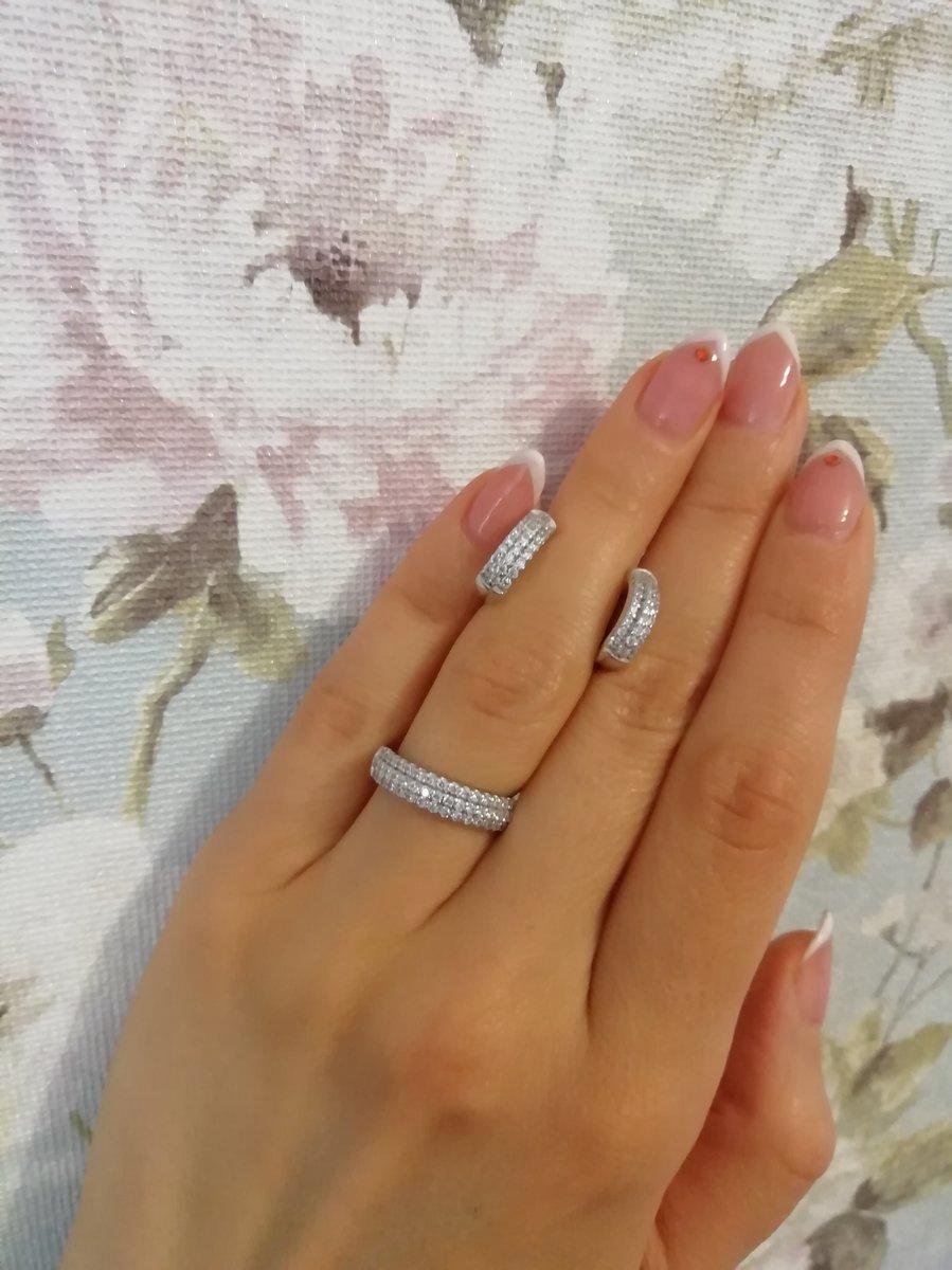 Скромное и одновременно изящное кольцо)