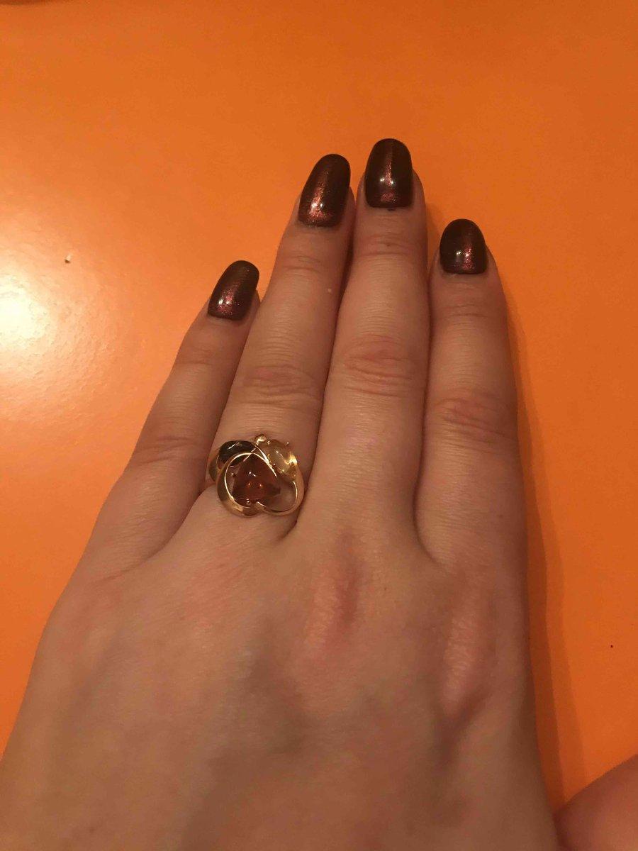 Эффектное 3D-кольцо под розовое золото с янтарем