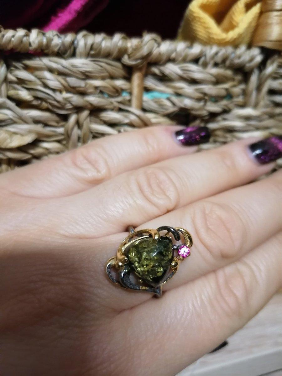 Кольцо с зелёным янтарем