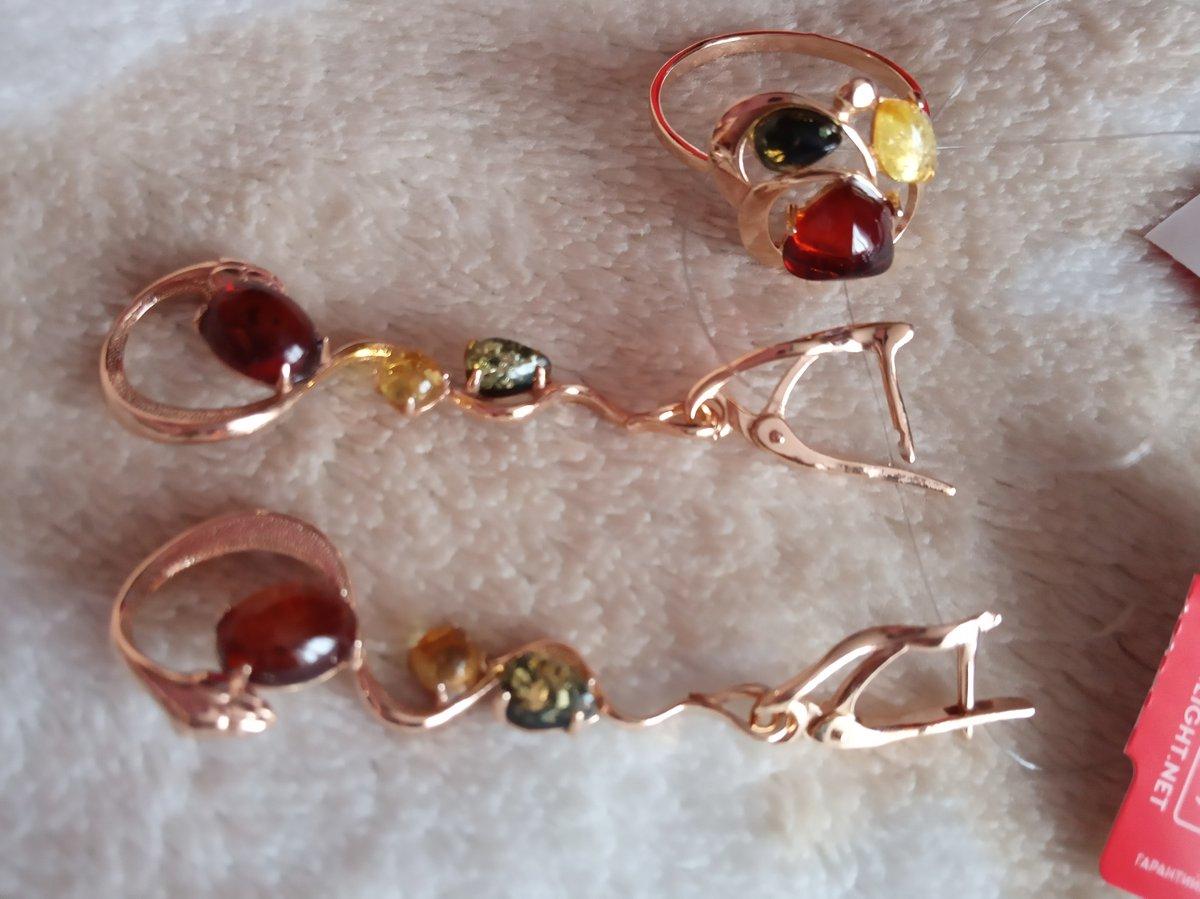 Перстень с янтарными вставками трёх цветов