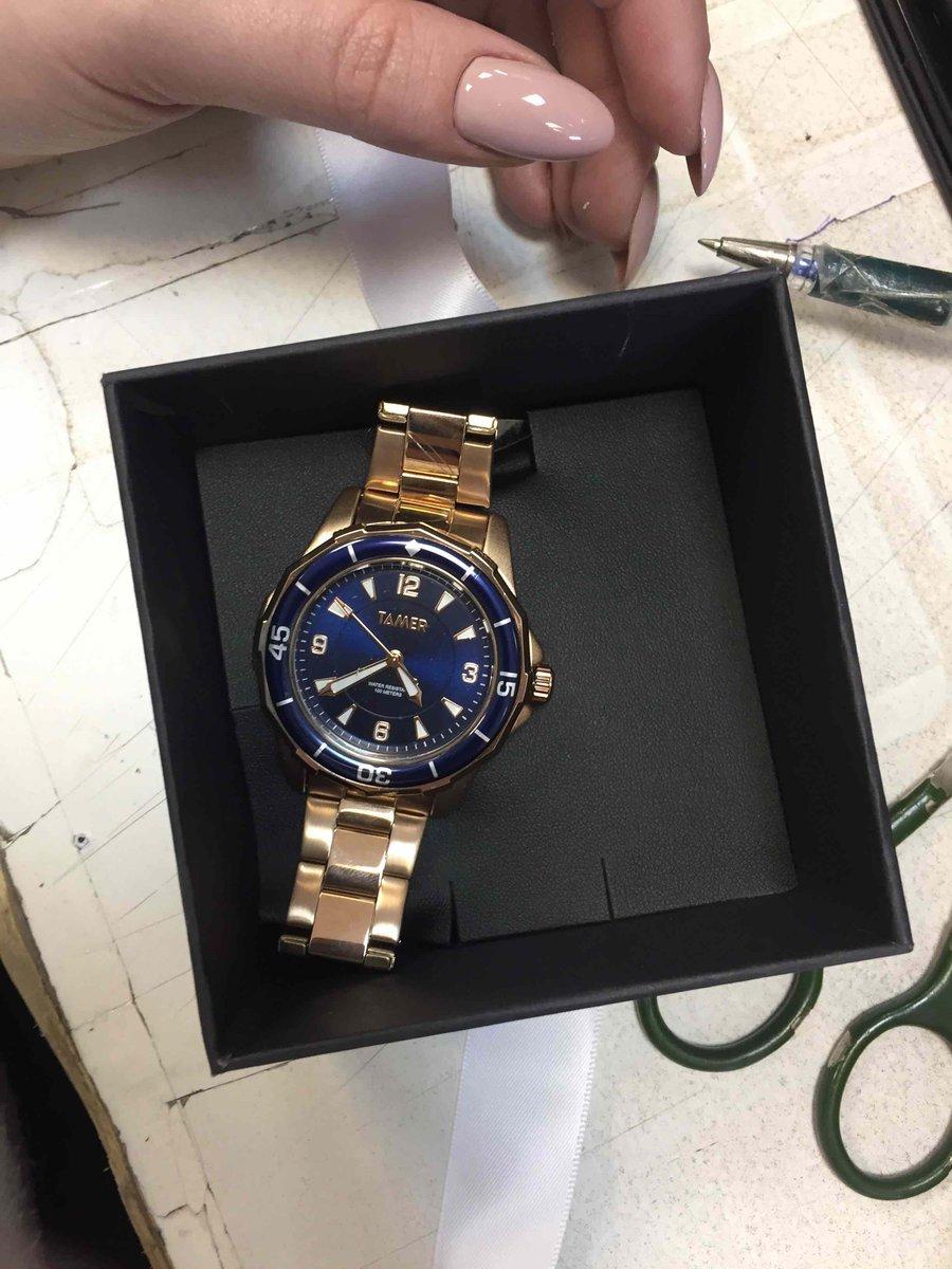 Крутые,в подарок кулончик,сами часы в коробке красивой завязанный бантиком