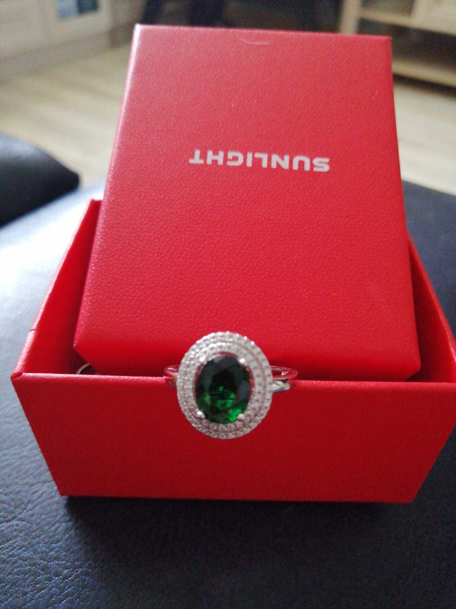 Шикарное кольцо с фианитами!