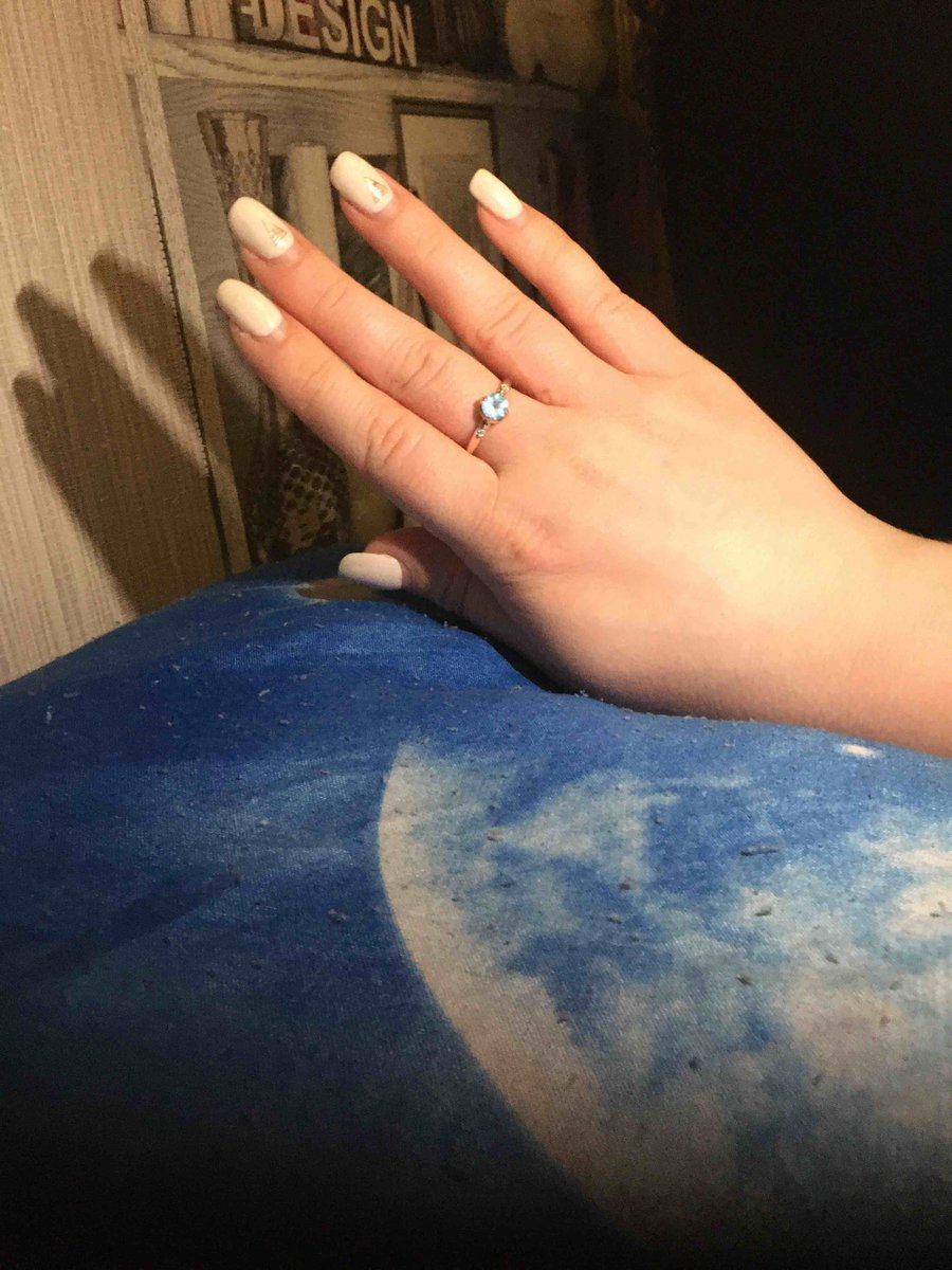 Крутое кольцо девушке понравилось