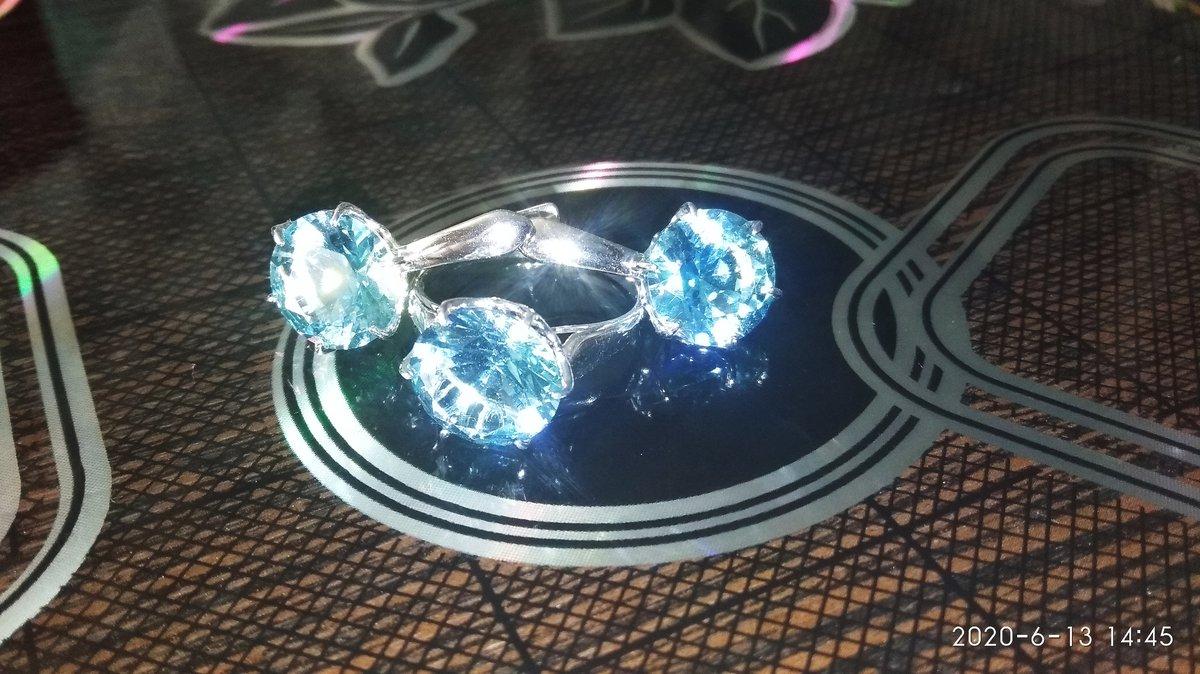 Кольцо серебряное с нанотопазом.
