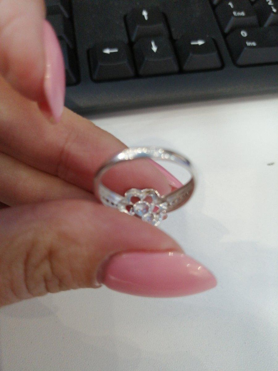 Серебряное кольцо с фианитом Svarovski