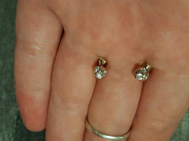 Золотые пусеты с бриллиантиками