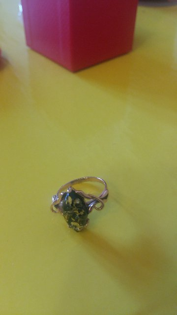 Кольцо с янтарный необычный