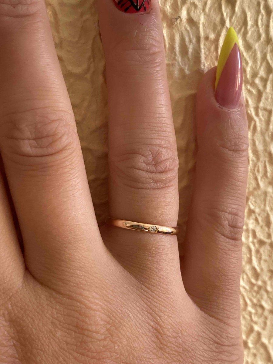 Очень красивое кольцо , мы с женихом в восторге !!!