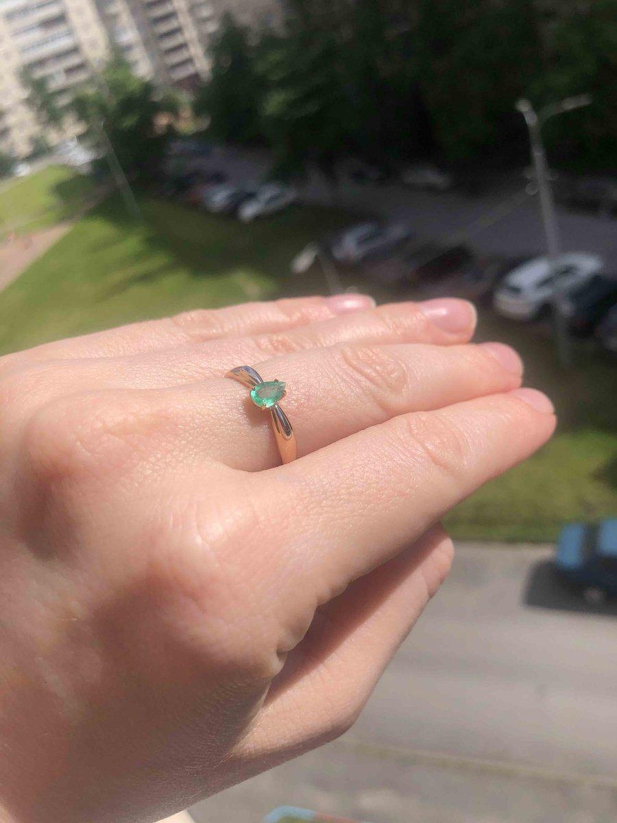 Кольцо с изумрудом на юбилей.