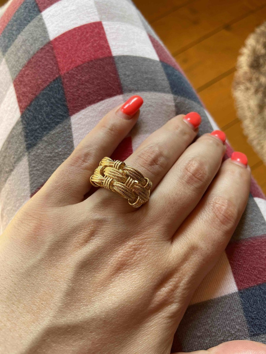 Очень красивое кольцо прям как золото!